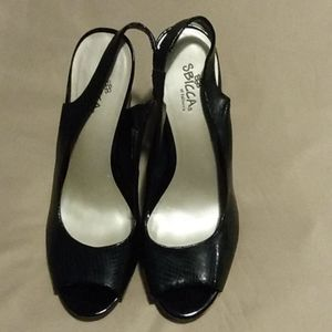 Sz 9 Black patent wedges